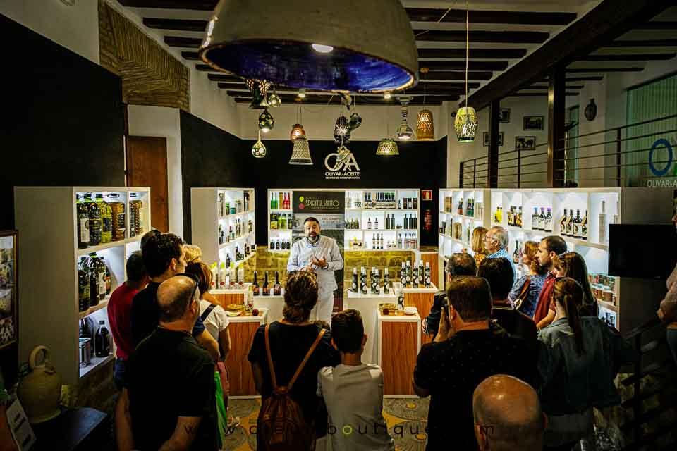 Juan Molina presentando sus Aoves Tempranos