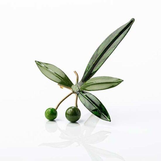 Broche con hojas de olivo y aceitunas verdes hecho a mano en Jaén