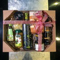 Cesta para regalo de Navidad y Reyes con Aceite de Oliva y Cosméticos