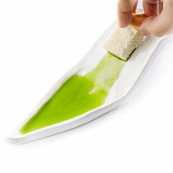 Plato degustación cerámica artesanal para aceite de oliva con forma de hoja de olivo ondulada con escurridor